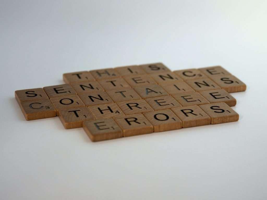 Un puzzle con parole errate